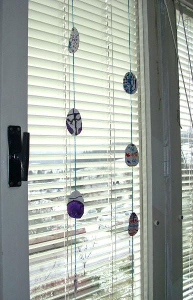 Velikonočna dekoracija (mobile s pirhi)