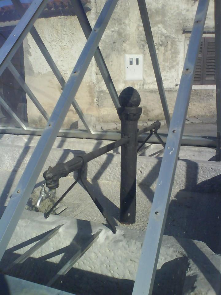 ... pokriti vodnjak v vasi Senožeče, ki je bila izhodišče naše ture