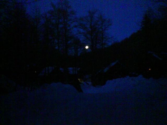 ... hmmm, polna luna je tole, če kdo ne vidi dobro:-)
