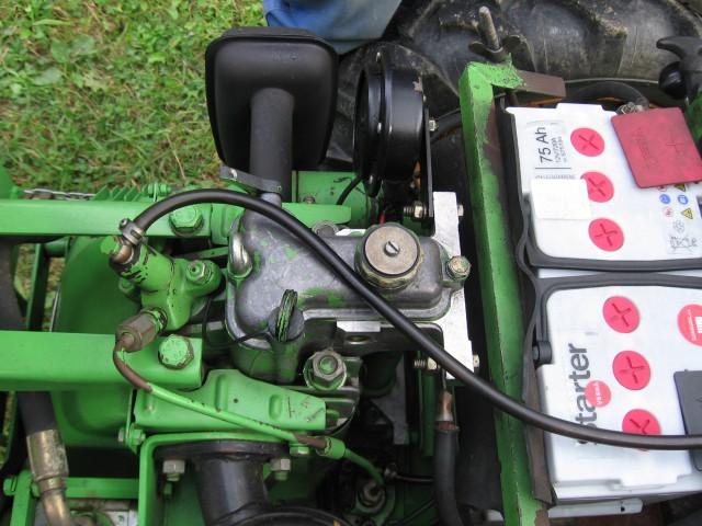 Pokrov ventilov s dekompresorjem (na strani izpuha) - TV420, l.85