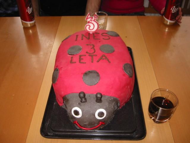 Jagodna torta pikapolonica.