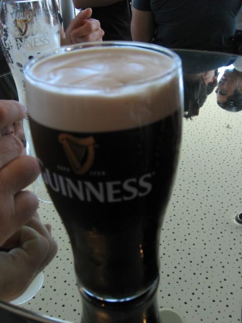 In kje je triperesna  deteljica. Valjda na Guinnessu.