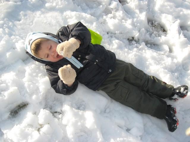 Marcel uživa v snegu