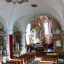 Notranjost cerkve z oltarjem s Tinttoretovo sliko sv. Nikolaja