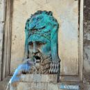 fontana v Arlesu