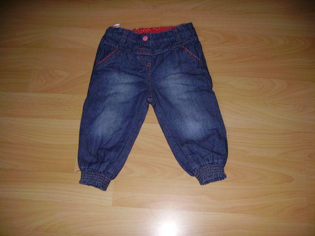 Jeans  podložene C&A v 80 cena 3 eur oblečene 2-3 krat