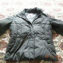 bunda,velikost medium, 13 €ur, črna barva