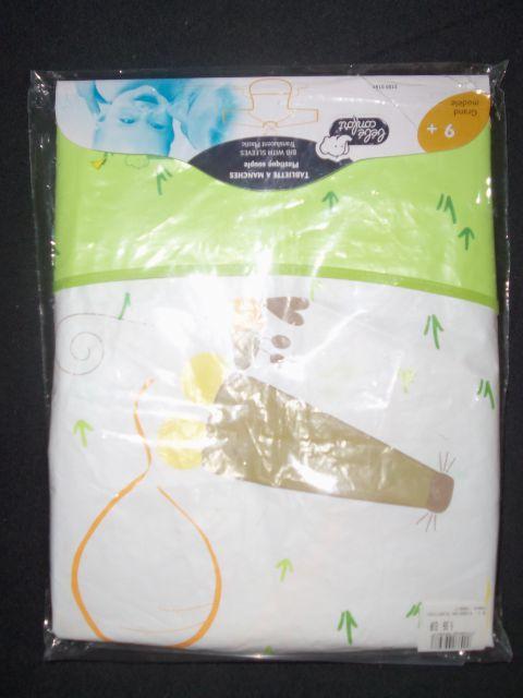 Plastični slinček z rokavi