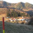 Sedraž v ozadju Govce in Govško brdo