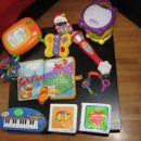 različne igrače in knjige za otroke