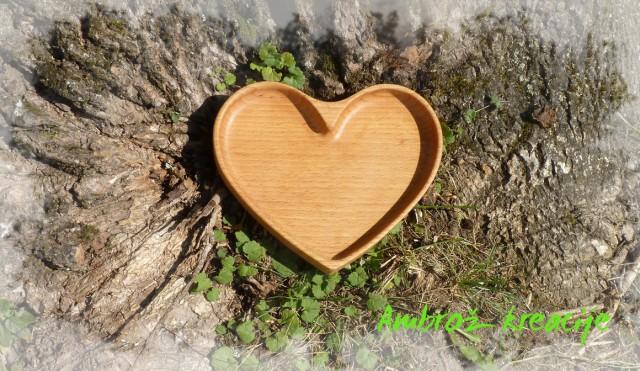 SRCE-PLADENJ, velikost cca 15 x 15 cm, različne vrste lesa, 30 €