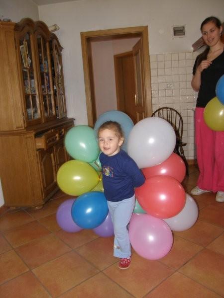 Baloni pred začetkom praznovanja drugega rojstnega dneva :)