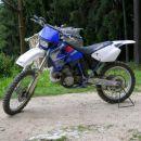 Yamaha 250YZ, dodana sprednja luč.