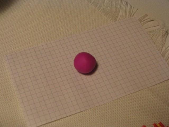 Najprej smo naredile kroglico:) ...