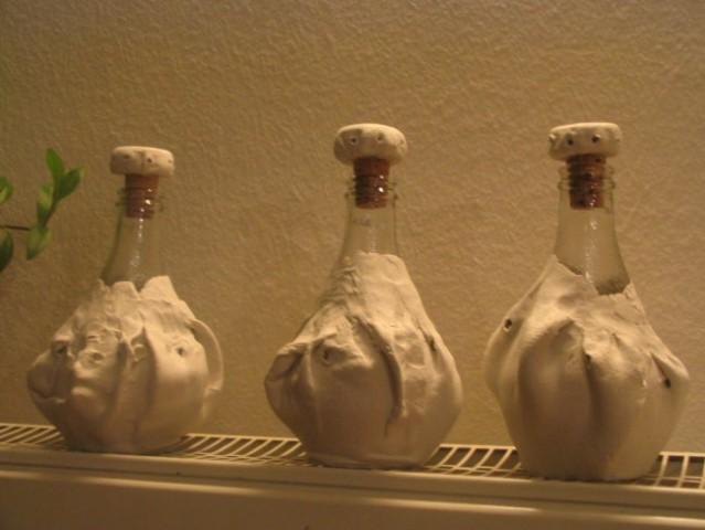 Še v izdelavi, se ravno suši:) Z das maso oblečene stekleničke, notri bom dala ... še ne