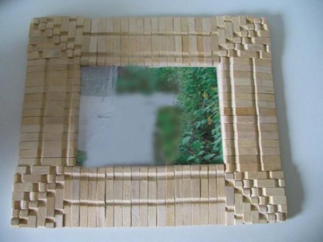 Okvir za sliko - delal mali v šoli. Je pa narejen iz lesenih ščipalk.