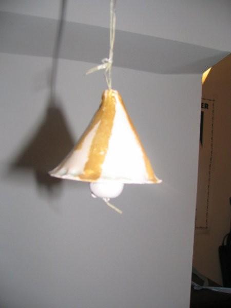Delali otroci v šoli - glinen zvonček