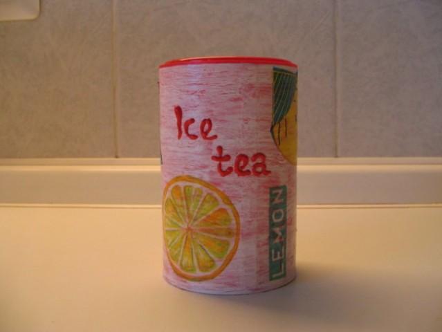 ...pa še v angleščini:)) Je pa posodica za limonin čaj, zato je limona gor:)) Aja, čaj pa