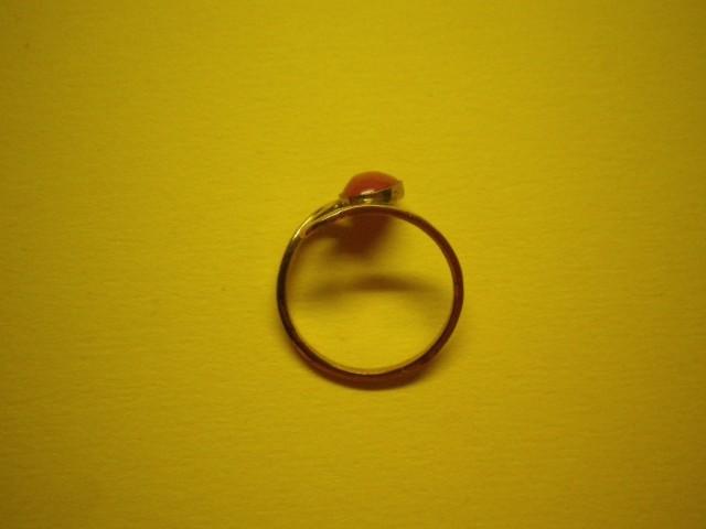 Zlat ženski prstan z Karneolom, 2 gr