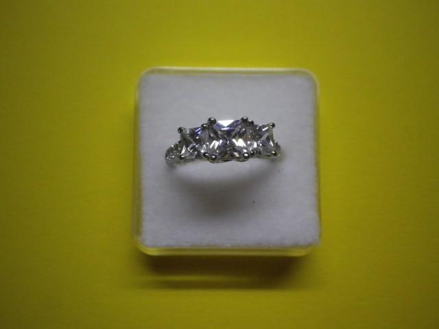 Srebrni prstan z kristali Swarovski, 5 gr.