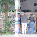 Javni skret v Kawakawa (by Hundretwasser)
