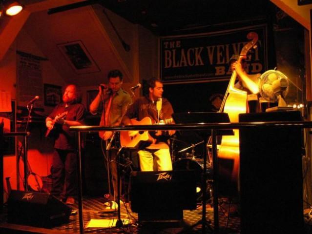 The black velvet band (Sullivan's Irish pub)