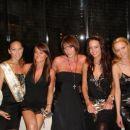 punce v večernih oblekah