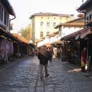 Prebivalci pa še sladko spijo. Zjutraj jih je bila na trgu le peščica.(okt.05)