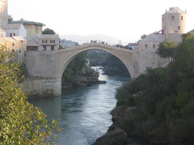 Mostar me je navdušil.Priznam. (okt.05)To je most, ki so ga porušili leta 1996 in dokončno