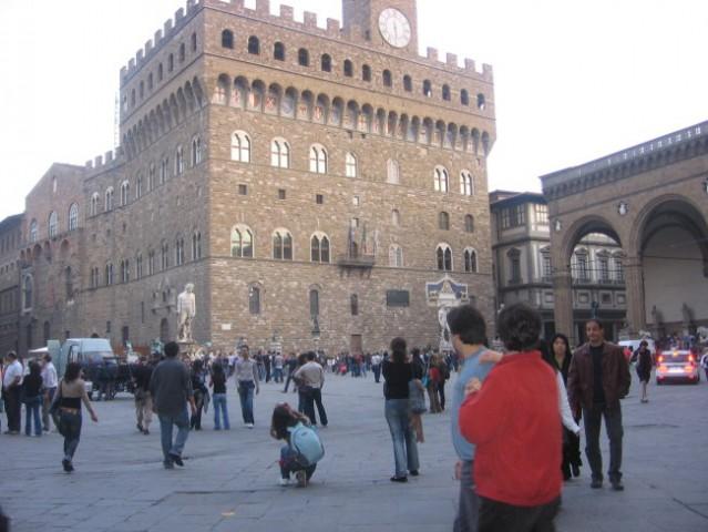 Firence. Glavno mesto dežele Toskana v Italiji. Med leti 1865 in 1870 je bilo mesto tudi p