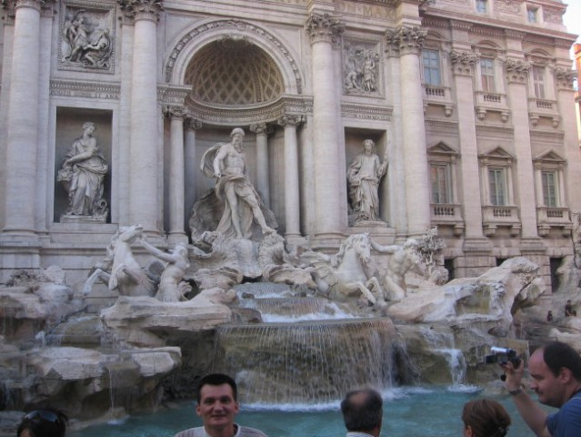 Če bi se radi še kdaj vrnili v Rim, vrzite novčič v vodnjak Trevi.