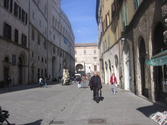 Perugia. Prestolnica dežele Umbrije in pomembno univerzitetno središče.