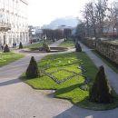 Park dvorca Mirabell ob desnem bregu reke Salzach