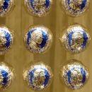 ... vendar pa domačini svetujejo, da zavijete k Fürstu po srebrno modre kroglice. Po