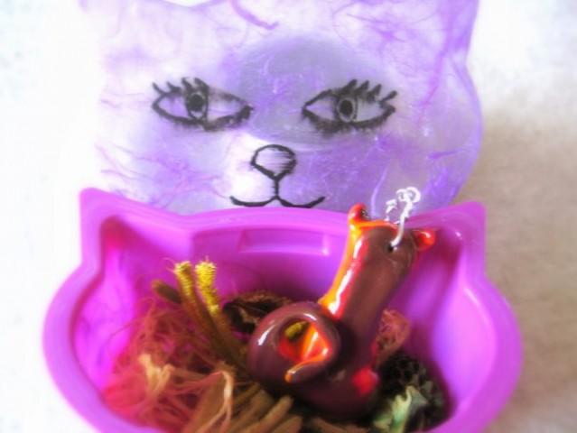 Mačkasti obesek za mačkastega mačka v žaklju v mačkasti škatli :))