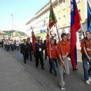 Za njimi so šli skavti in gasilci z zastavami.