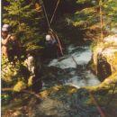 Spust s škripcem čez reko