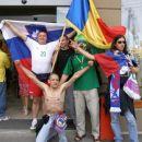 In skupinska z romunskim navijačem