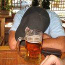 A nekateri so ob vrčku piva dokončno omagali