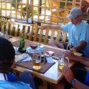 Miza se je šibila pod težo hrane in pijače