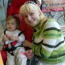 Z mojo mamico na materinski dan. Bile v mestu, kjer sem se vozila po toboganu in na veliko