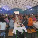Množica v šotoru