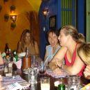 ...Ženski ekipi se je za kratek čas pridružila tudi Lena...na sliki Klara, Lena, Urša( v e