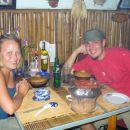 Tkle pa zgleda BBQ po vietnamsko!!! Peces na svoji mizi - ko pa speces je pa dobro!!!mmmmm