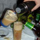koktejl iz piva, bele kave in borovnicevca