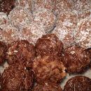 ...s kokosom ali čokoladnimi mrvicami.