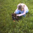 Grrr, spet nekodo hodi po mojem travniku. Spusti me da ga grem nagnat