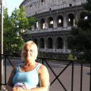 Kolosej v ozadju.