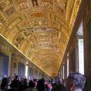 Freske na stropu Vatikanskega muzeja. Povsod jih je polno, delo samih priznanih umetnikov.