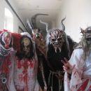 maske z kostumi- primer